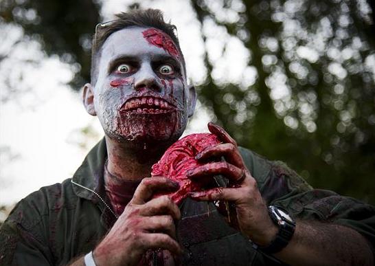 zombie comiendo cerebro